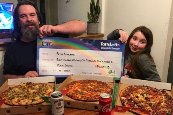 Австралиец поделился выигрышем в лотерею со всеми желающими