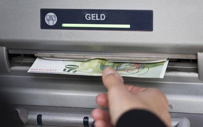 Пандемия отталкивает швейцарцев от использования наличных денег